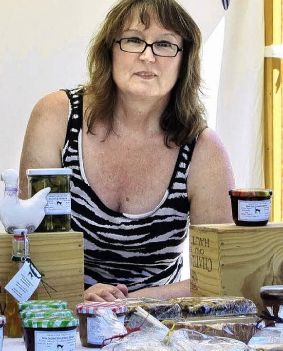 Claudine Staub verkauft selbst gemachte Köstlichkeiten und Dekorationen.   | Foto: Horatio Gollin