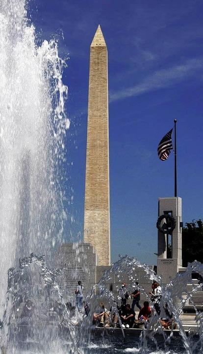 Markante Mitte: Der Obelisk des Washin...ts  gilt als der Leuchtturm der Stadt.  | Foto: Verwendung nur in Deutschland, usage Germany only