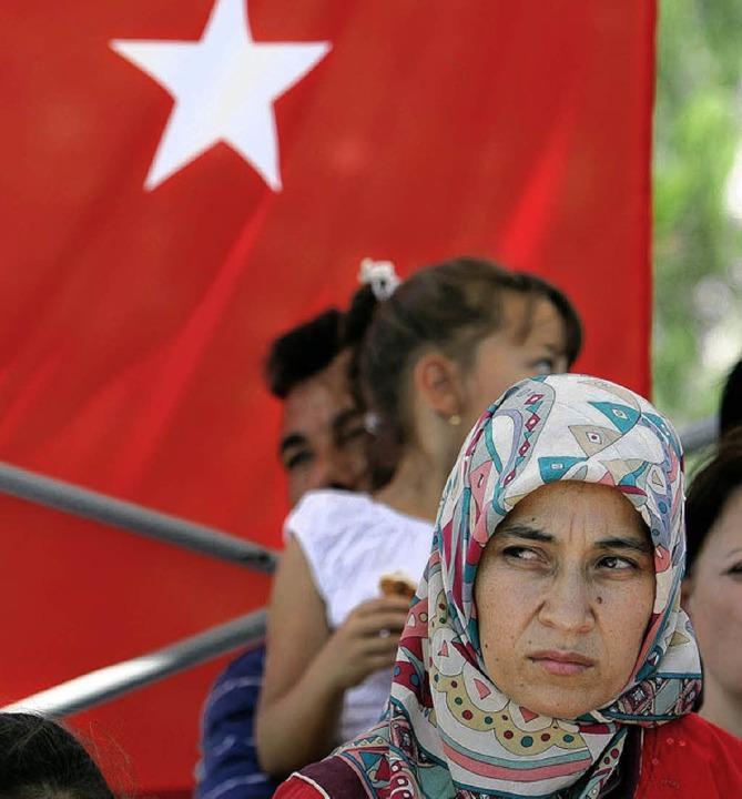 Wollen Integration statt Integrationsdebatten: deutsche Türken  | Foto: dpa