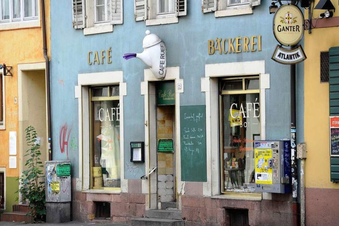 Frühmorgens stets in Ruef-Bereitschaft...tution am Eingang der Kartäuserstraße.    Foto: Ingo Schneider