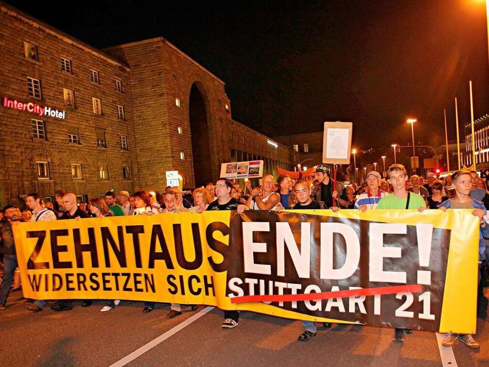 Die Proteste halten weiter an, doch St...ür einen Ausstieg ohnehin zu spät sei.  | Foto: dpa