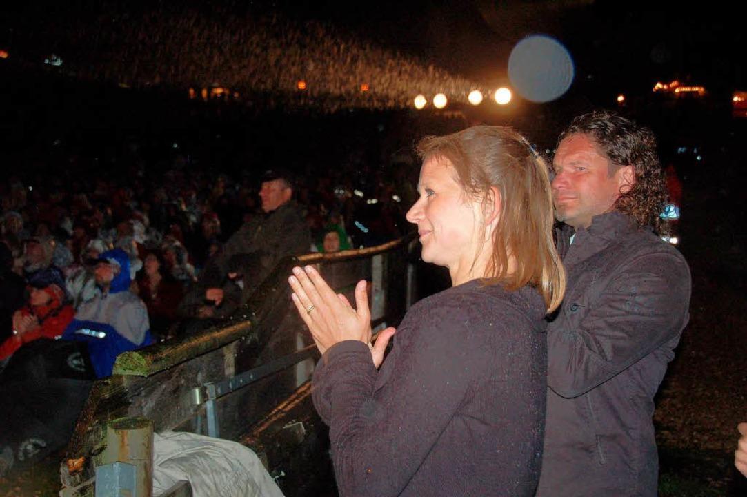Regisseurin Julia Riegel ist  sehr zuf...e ihrer Mannschaft für die Darbietung.  | Foto: peter stellmach