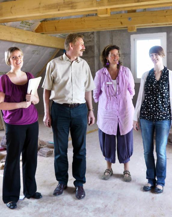 Hier wird ausgebaut: Projektleiterin S...d BA-Studentin Andrea Hirt (von links)  | Foto: Katharina Meyer