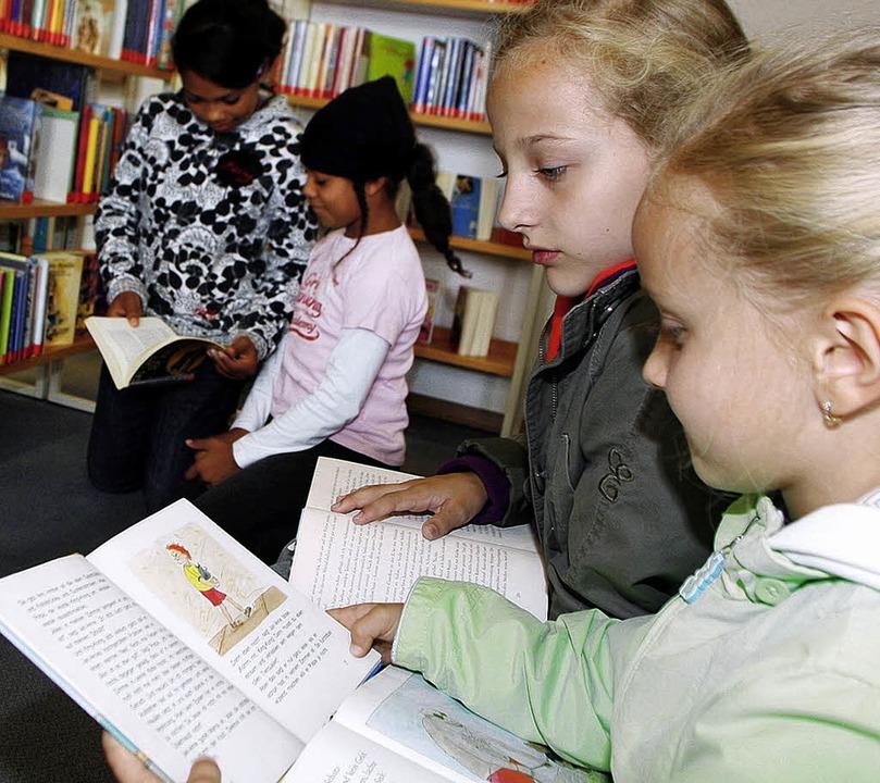 Für Kinder kann die Bücherei ein kleines Paradies sein.   | Foto: heidi fössel