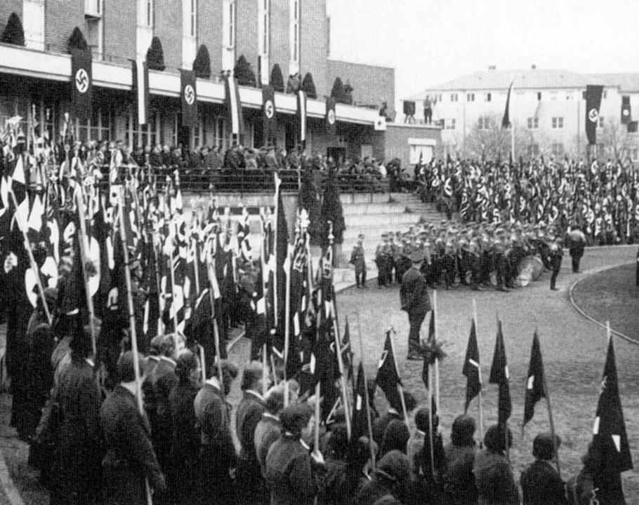 Aufmarsch der Nationalsozialisten im Freiburger Universitätsstadion  | Foto: Universitätsarchiv Freiburg