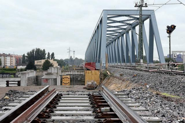 Sperrung der Rheinbrücke für Züge