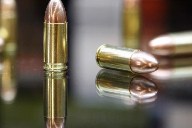 Polizei beschlagnahmt Waffen- und Sprengstoffarsenal