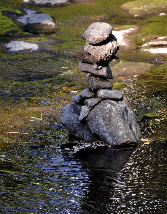 Macht Spaß: Steinmännchen bauen in der Dreisam  | Foto: ingo schneider