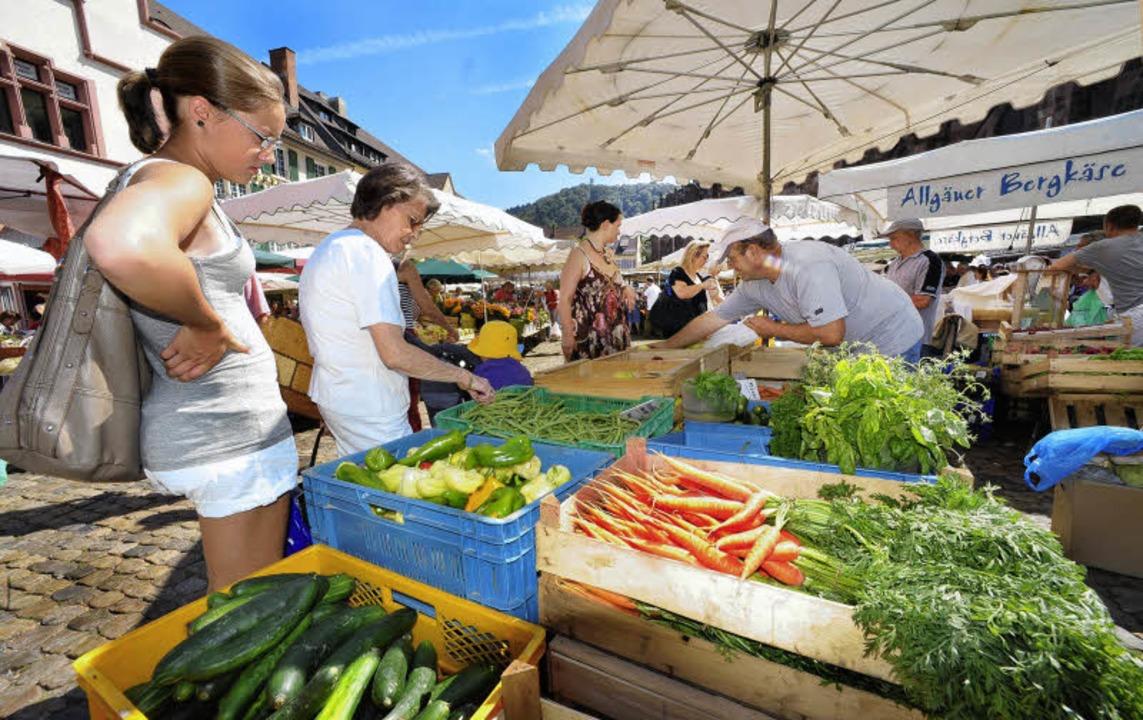 Solange noch Platz für den Rucksack bl...ang übern Münstermarkt ein Vergnügen.   | Foto: Bamberger