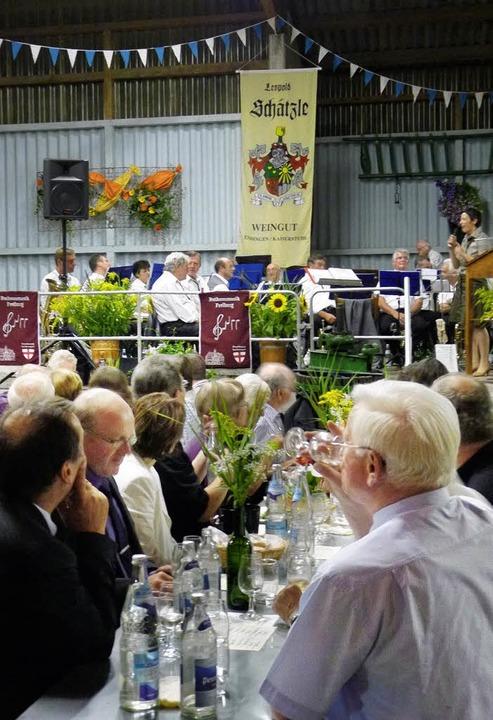 Viele Gäste, darunter auch Verbandsprä...Weinguts Leopold Schätzle in Endingen.  | Foto: Christel Hülter-Hassler