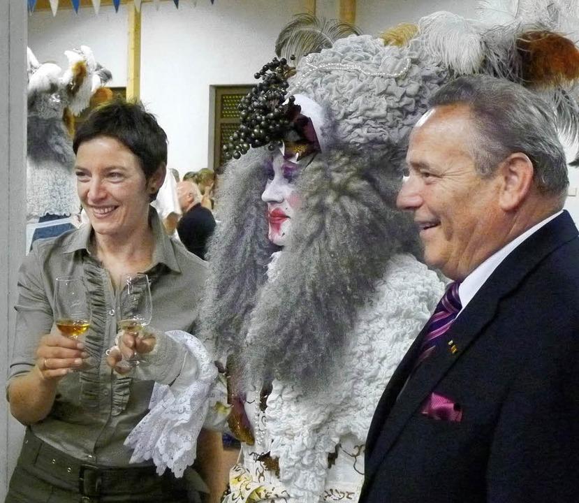 Illustre Gäste beim Weingut-Jubiläum: ...ligen Weinkönigin Simone Renth-Queins.  | Foto: Christel Hülter-Hassler