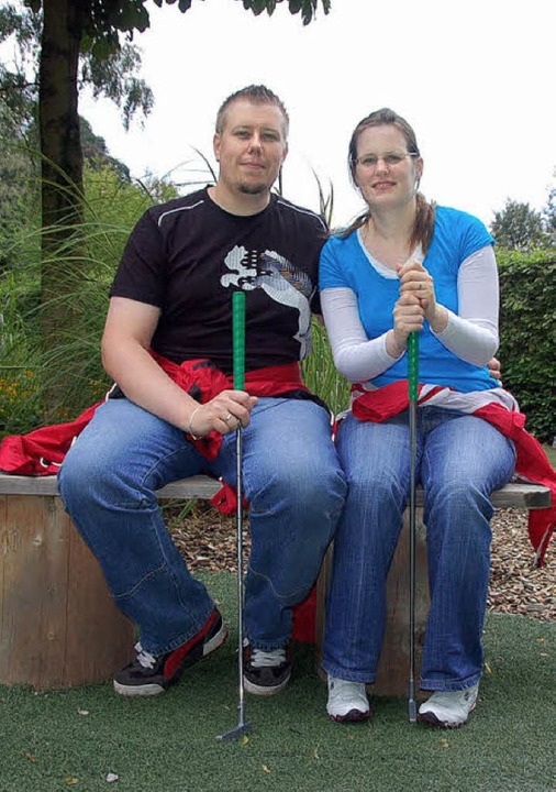 Ehepaar Zender auf der Minigolfanlage  | Foto: Christian Nick