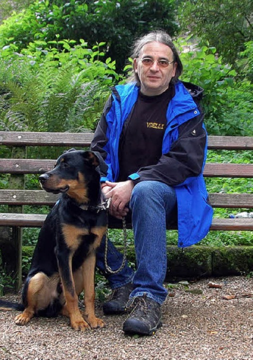 "Herr Rilling mit Hund ""Janosch""  | Foto: Christian Nick"