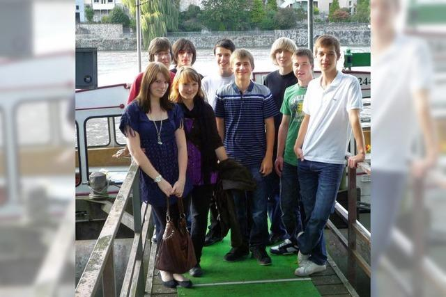 Mit einem Apéro auf dem Rhein
