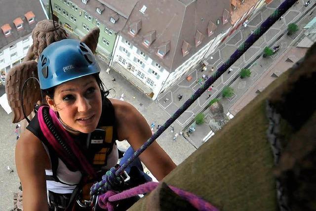 Sandstein bröckelt am Münsterturm – Großeinsatz erforderlich