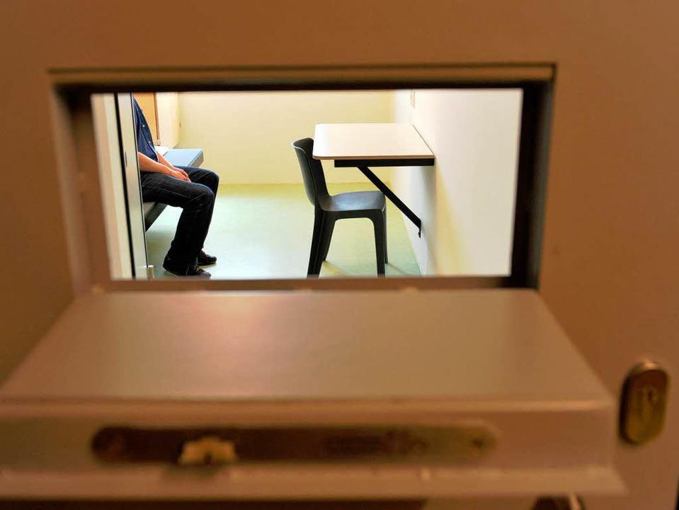 Kein Kontakt zur Außenwelt – zum...unterbinden Störsender Handygespräche.  | Foto: dpa