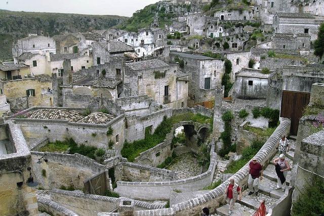 Grotten und Wasserfälle, Burgen und Kathedralen