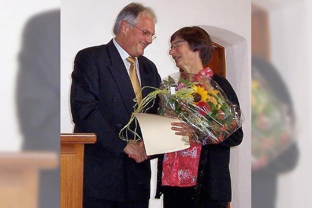 Ehrennadel für die Pfarrersfrau