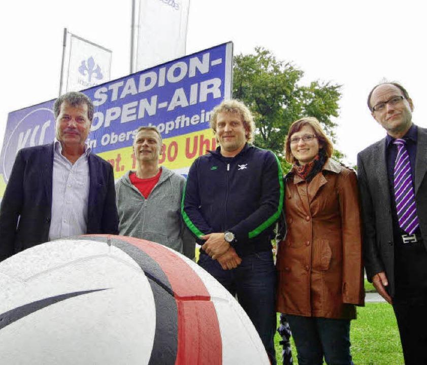 Hugo Haag, Markus Oschwald, Rolf Grame...f guten Besuch beim Stadion-Open-Air.   | Foto: B. Henning
