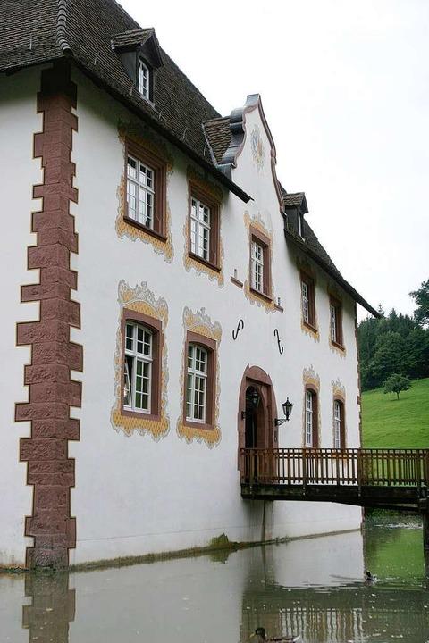 Bestens erhaltenes Gemäuer: das Inzlinger Wasserschloss.  | Foto: Patrik Müller