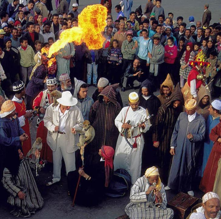 Platz der Gaukler: Feuerspucker, Schla... und Musikanten beherrschen die Szene.  | Foto: Fremdenverkehrsamt