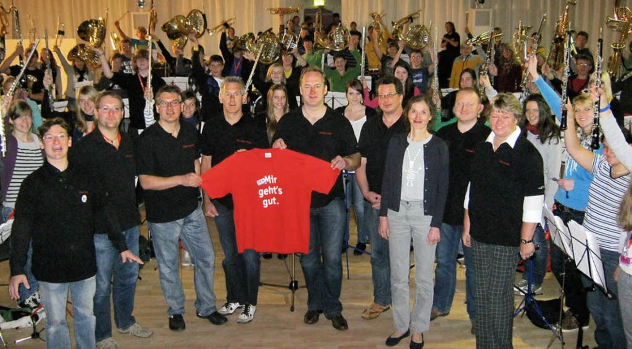 Das Musikcamp-Team bei einer Proben zum großen Konzert.  | Foto: a. freyer