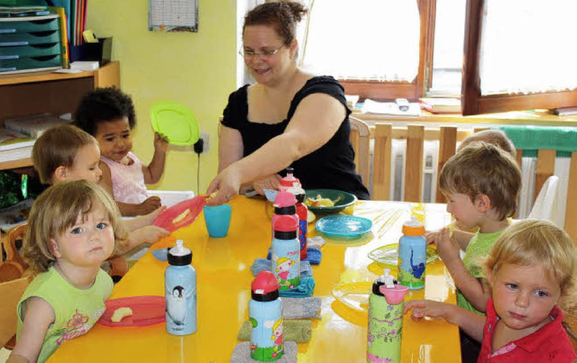 Das gemeinsame Essen gehört für Anja H...ept der privaten Kleinkinderbetreuung.    Foto: Julia Jacob