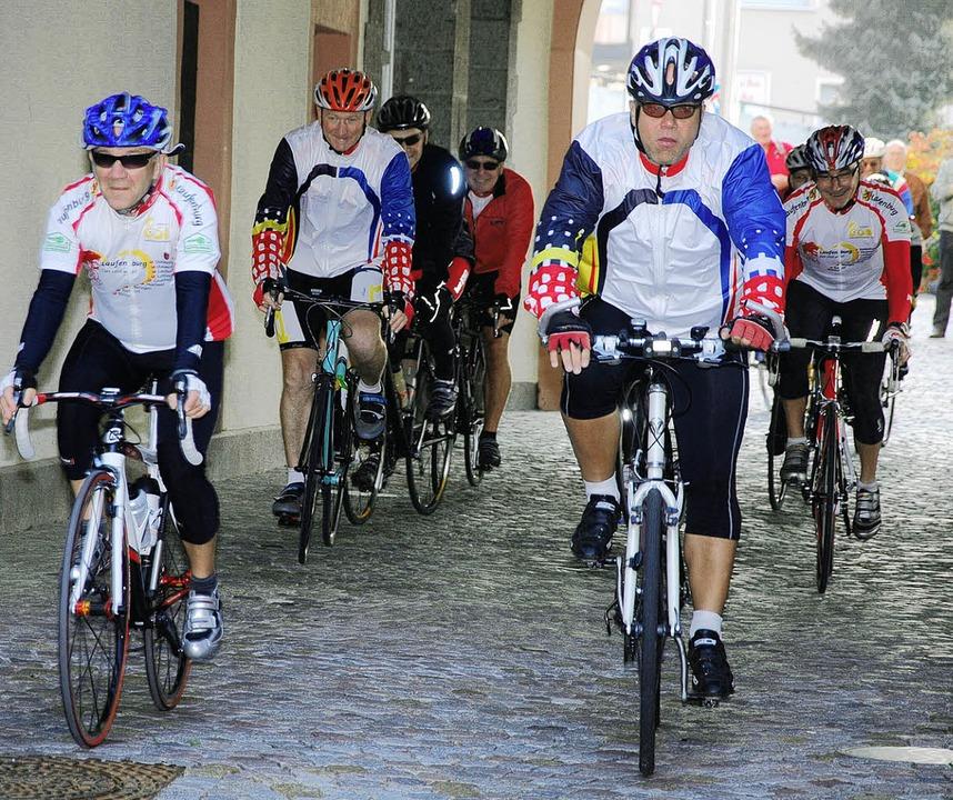 Nach dem Start ging es zunächst Richtu...n und Torsten Amann (vorne von links)   | Foto: ALFRED LINS