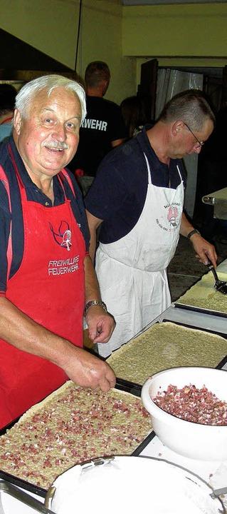 Leckeren Zwiebelkuchen nach dem Geheim...ubert Maurer gab es bei der Feuerwehr.  | Foto: Mario Schöneberg