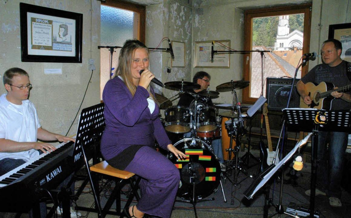 Die Musiker der neu formierten Band &#...rhaus Todtnau (Bürstenfabrik Wissler).  | Foto: Verena Wehrle