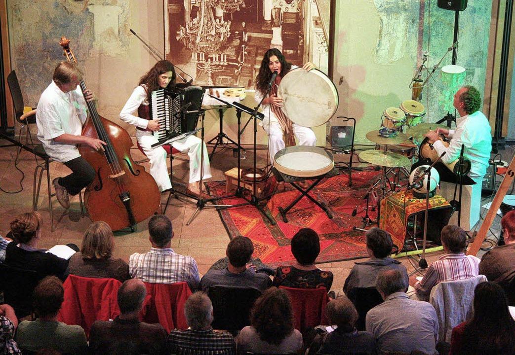 Odelia Silbermann (zweite von rechts) mit ihrer Band.  | Foto: Sandra DEcoux-Kone