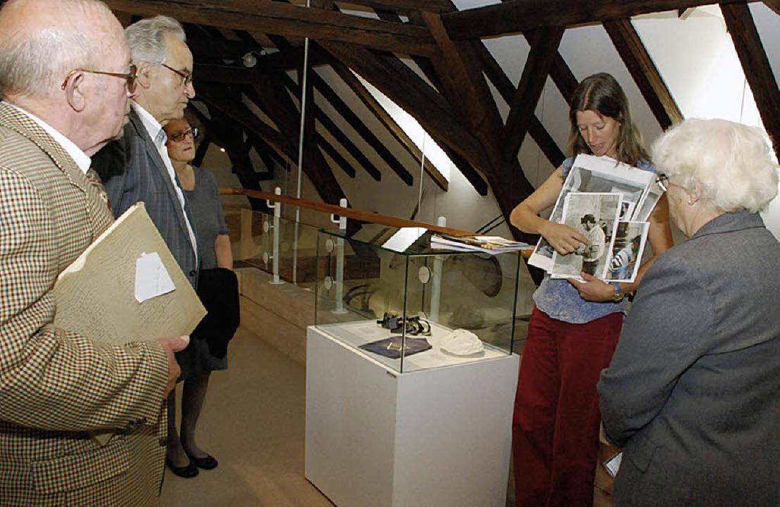Ina Stirn (Zweite von rechts) ist die Expertin des Museums für jüdische Kultur.   | Foto: G.  Siefke