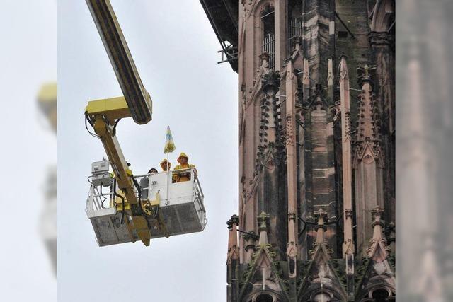 Bröckelnder Sandstein: Riesenkran-Einsatz am Münsterturm