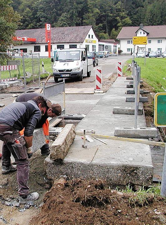 Nicht rechtzeitig fertig: die Bauarbeiten an der Brücke am Ortseingang Hogschür    Foto: Archivfoto: Adam