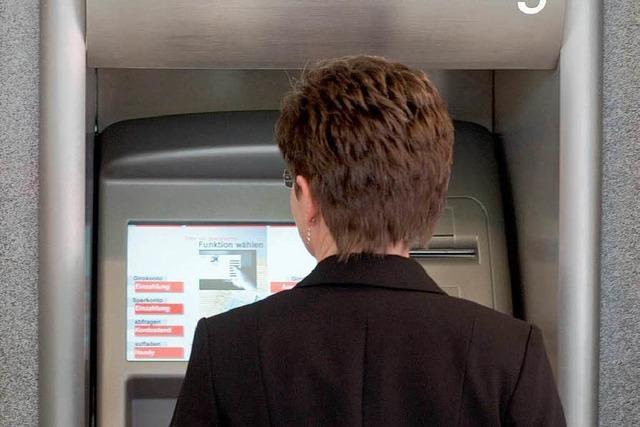 Betrüger klauen Daten an einem Breisacher Geldautomaten