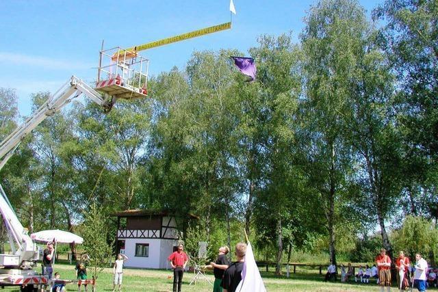 Hoch das Tuch: WM der Fahnenhochwerfer in Müllheim
