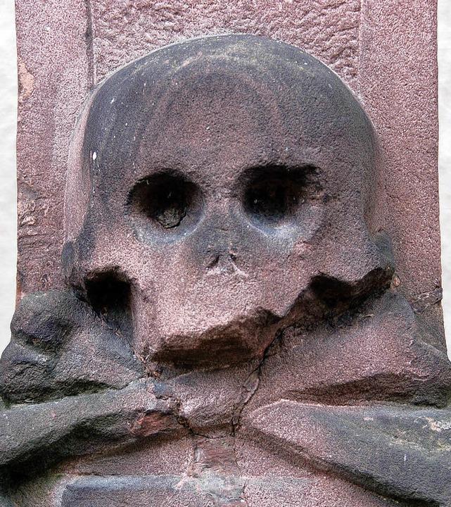 Der Tod gehört zum Leben. Auf vielen D...ern in Offenburg ist das dargestellt.     Foto: Ralf Burgmaier