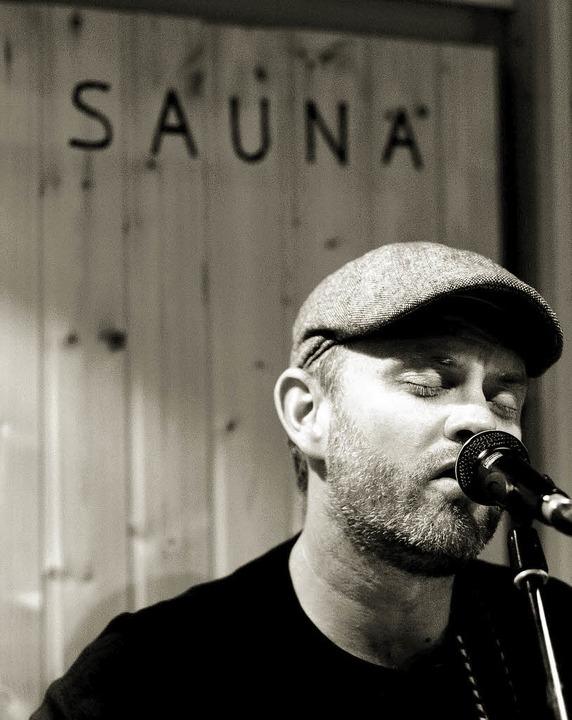 Schwitzig sind seine Country-Songs eigentlich nicht: Thomas Bauer im Tonstudio.   | Foto: oliver Look