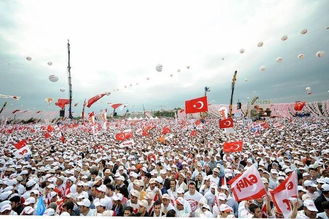 Die Türken entscheiden über eine neue Verfassung