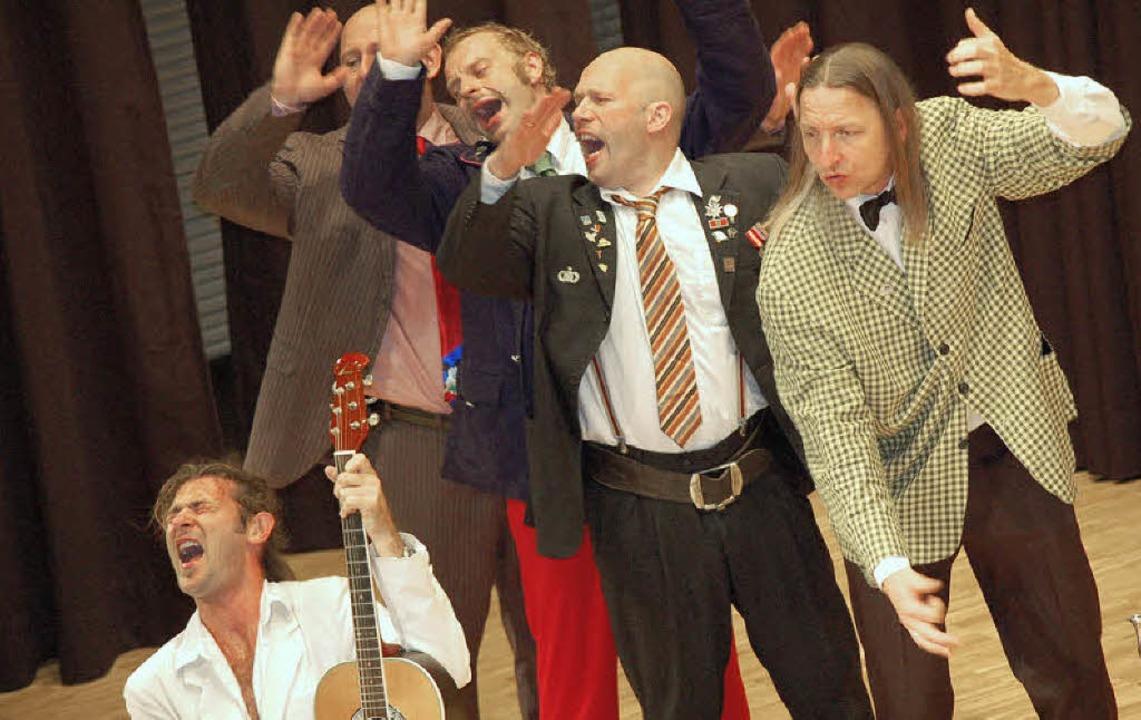Gnadenlos virtuoses Musikkabarett zaub...dthalle und verzauberte das Publikum.   | Foto:  HILDEGARD SIEBOLD