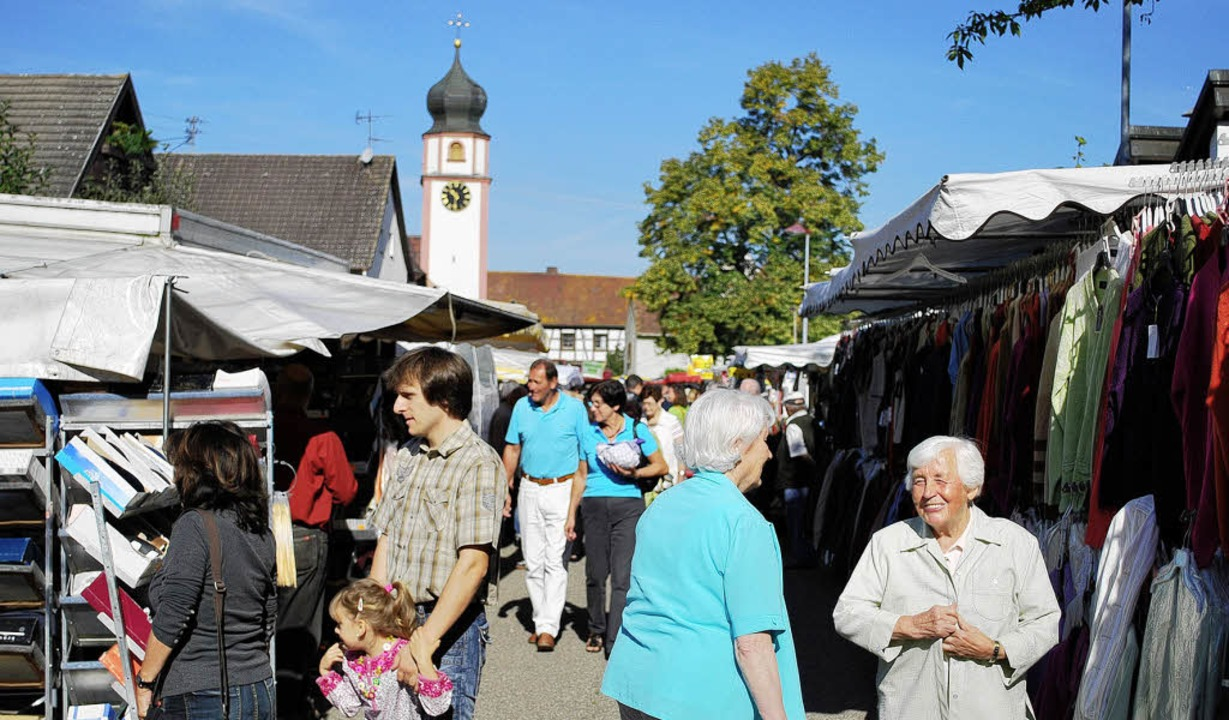 Der Jahrmarkt in Offnadingen ist beliebter Treffpunkt am Beginn des Dorffestes.   | Foto: Axel Dröber