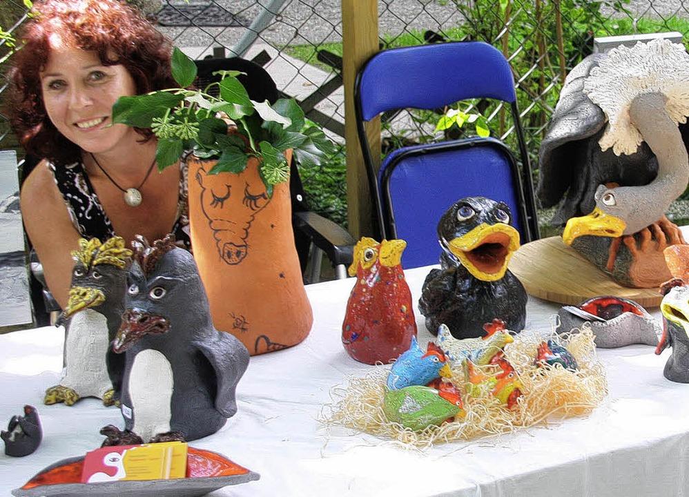 Auch allerlei schräge Vögel gab es in ...beim Kunst-Handwerker-Markt zu sehen.   | Foto: Hans Jürgen Kugler