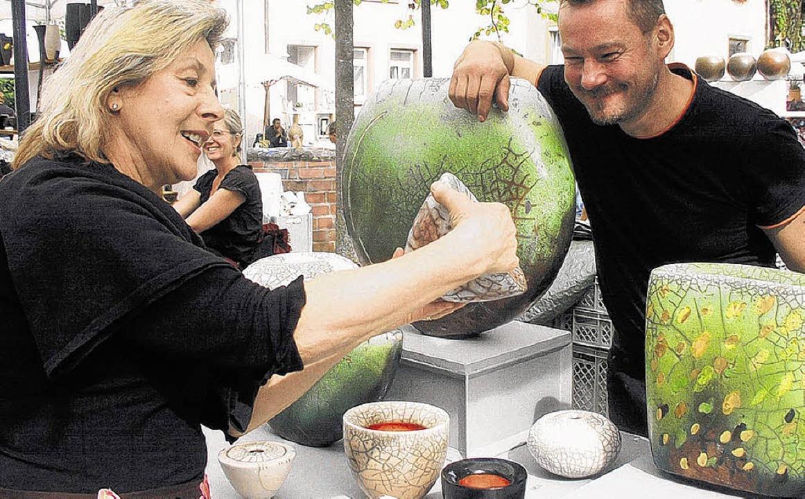 Die Töpfermarktbesucher haben Jahr für...reude an den keramischen Kunstwerken.     Foto: Lendle