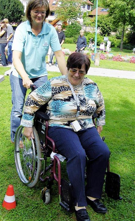 Eine Rollstuhlrallye gehörte zum Festprogramm.   | Foto: babic