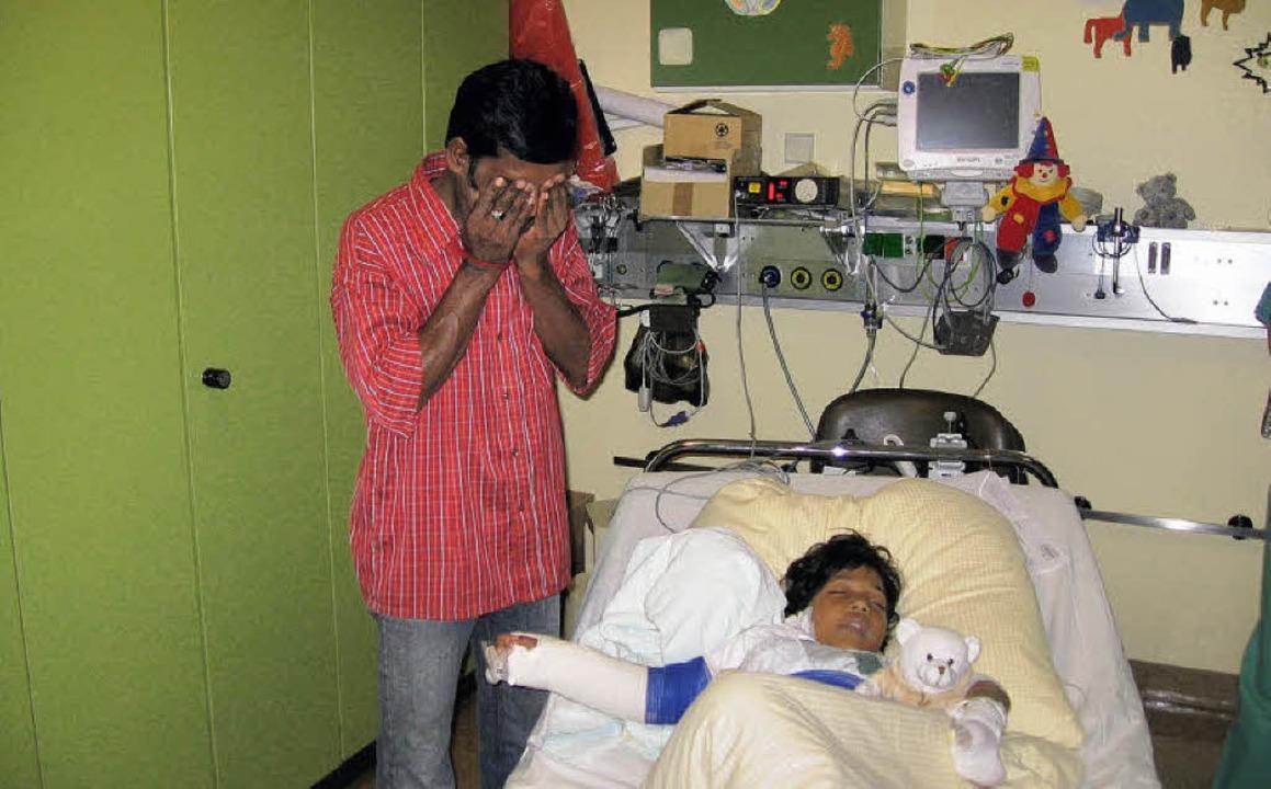 Sampas Vater weinte nach der gelungenen Operation vor Glück.   | Foto: BZ
