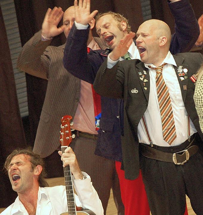 Gnadenlos virtuoses Musikkabarett zaub...dthalle und verzauberte das Publikum.     Foto:   SIEBOLD