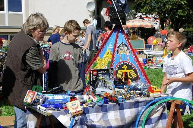 Großer Andrang bei Aalessen und Flohmarkt