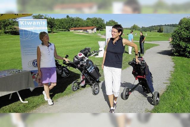 Golfen für die Kiwanis-Ferienschule