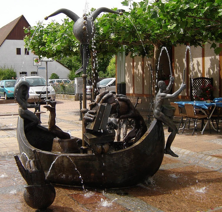 Der Narrenschiff-Brunnen von Michael Schwarze   | Foto: Bianca Flier