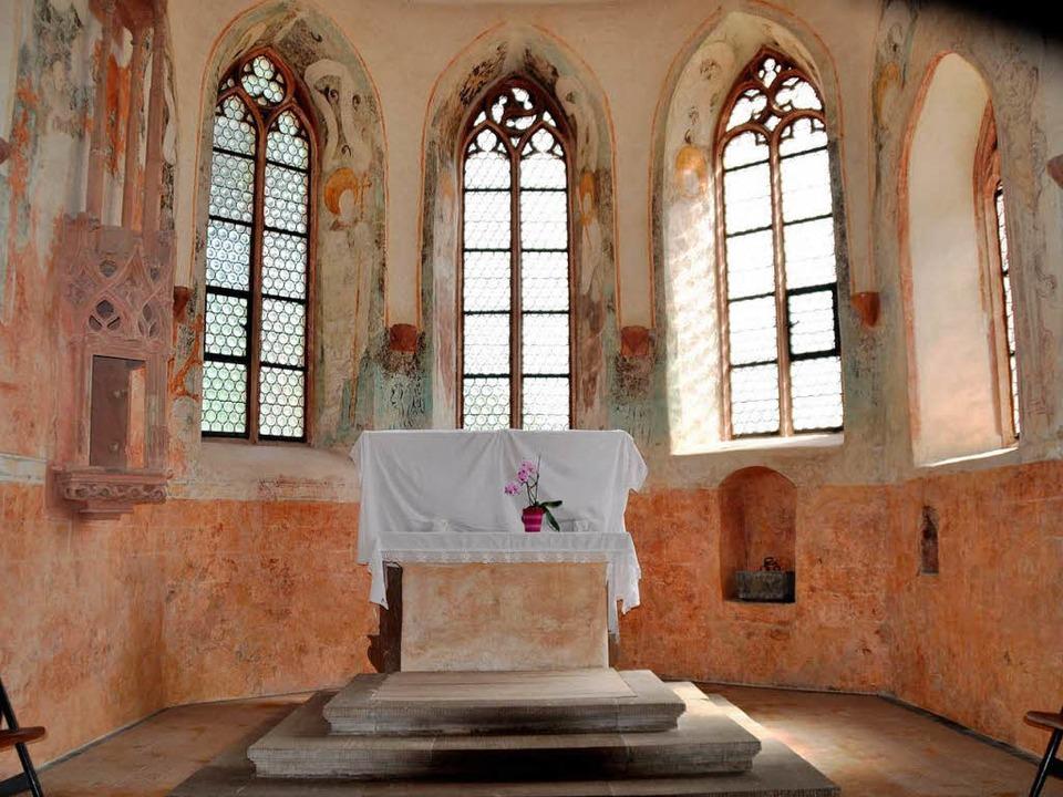 Auch die Fresken im Altarraum – ...ie Apostel – wurden restauriert.  | Foto: Birgit Lüttmann